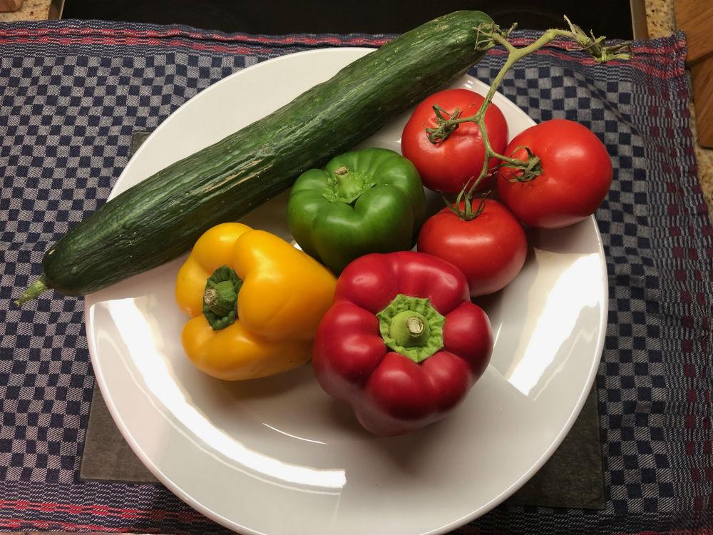 Salat zum Löffeln - Gurke, Tomate, Paprika (ganz)